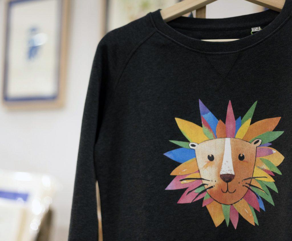 diseño de camisetas y sudaderas león